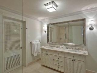 Lone Star Hotel Barbados Shelby bathroom